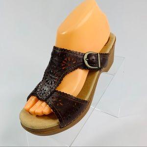 Dansko 38 Leather T Strap Sandals